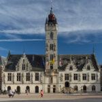 Breaking news: gevangene ontsnapt in Dendermonde, houdt zich schuil in stad