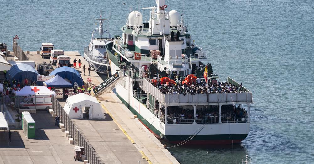 Spaans reddingsschip met 265 migranten aan boord op zoek naar haven