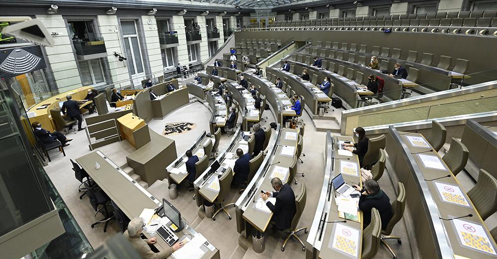 Zwijgakkoord legt Vlaamse Parlementsleden van meerderheid aan banden